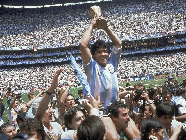 """È morto Maradona. Incantò il mondo con il suo """"Pibe de oro"""""""