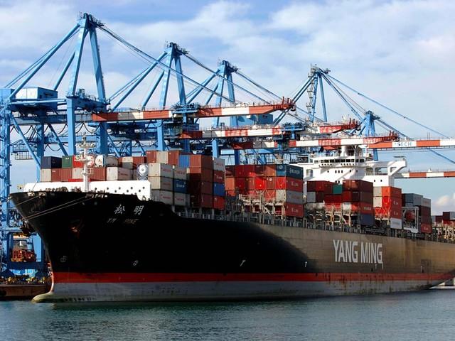 Eurozona, si contrae il surplus della bilancia commerciale