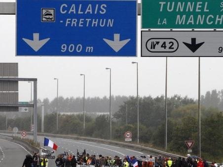 Londra, 50 milioni di euro alla Francia perché filtri i migranti a Calais. Anche dopo la Brexit