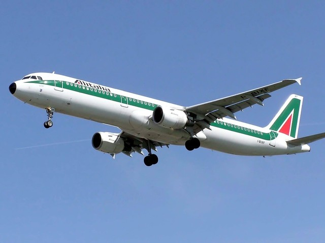 Alitalia, niente sorprese Ferrovie sceglie Atlantia come partner strategico