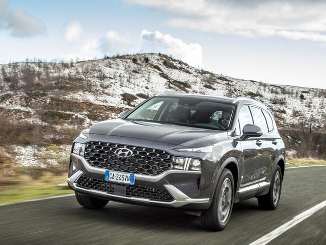Nuova Hyundai Santa Fe: debutto con una speciale versione a 7 posti, ibrida e 4x4