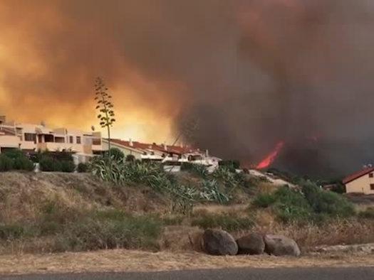 Rogo nell'Oristanese, fiamme alte e gente in strada a Porto Alabe