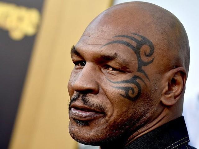 """Mike Tyson, dopo il trucco del """"pene finto"""", rivela: «Fumo circa 40 mila dollari di marijuana al mese!»"""