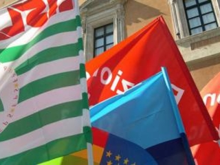 Protesta dei sindacati alla cittadella regionale: «Subito politiche attive per il lavoro»