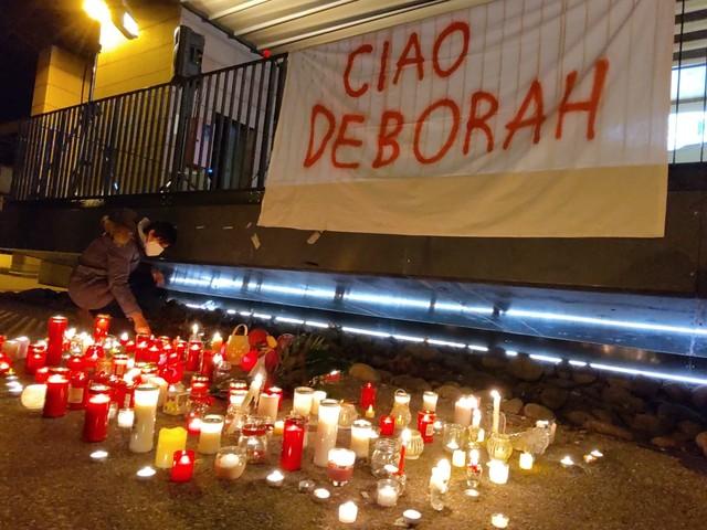 Una fiaccolata a Vigo Meano per ricordare Deborah Una candela sui davanziali contro la violenza sulle donne Boom di offerte per i 4 figli della vittima