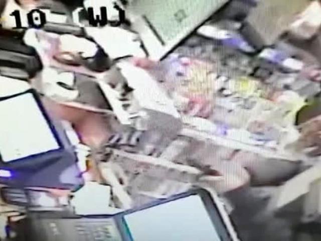 Rapina un tabaccaio con una pistola, la polizia lo trova due ore dopo