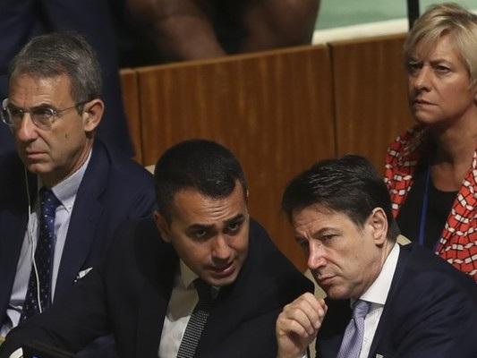 Taglio dei parlamentari: la maggioranza serra i ranghi per evitare sgambetti