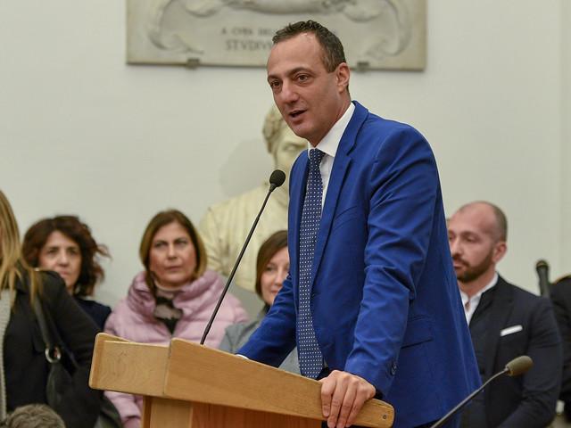 Guai per Raggi, il presidente arrestato vuole tornare in Consiglio comunale