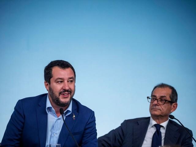 """Salvini su Tria: """"Vuole fare il Ministro? Deve tagliare le tasse"""""""