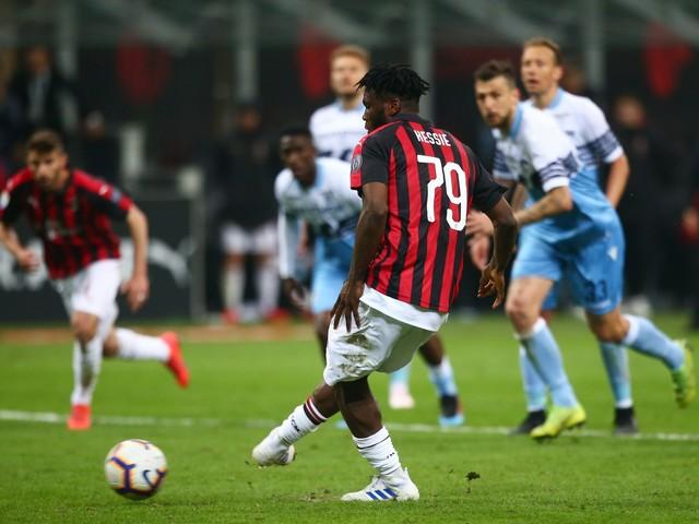 Un rigore e poco più. Ma il Milan trova tre punti da Champions