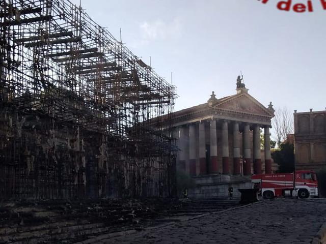 Cinecittà, incendio negli Studios: colpita l'area dell'Antica Roma