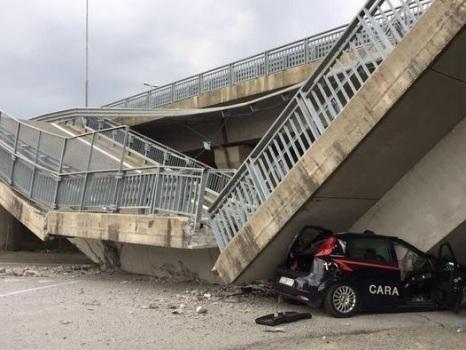 Crolla un cavalcavia in provincia di Cuneo, nessun ferito