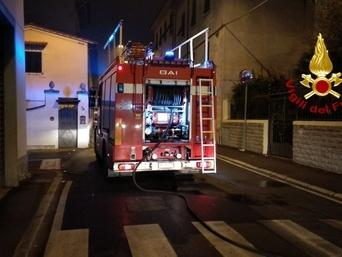 Prato: incendio in mansarda, coppia salvata dai vigili del fuoco