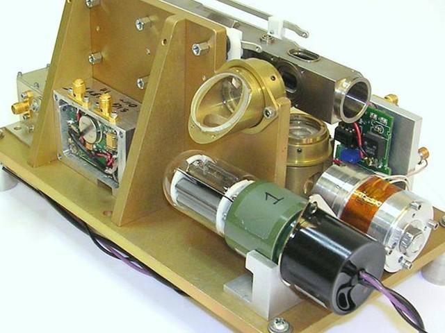 Orologi atomici a trappola di ioni per lo spazio profondo: testato con successo il Deep Space Atomic Clock