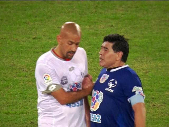 """A La Plata è già derby, Maradona attacca subito il """"traditore"""" Veron: """"Chi non salta un inglese è"""""""
