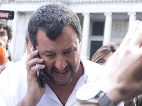 Salvini si sostituisce a Di Maio e annuncia la convocazione dei sindacati