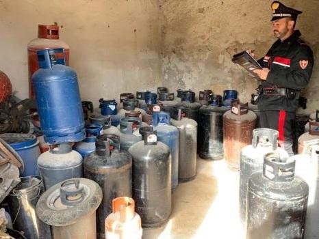 Deposito di bombole di gas gpl abusivo, un arresto e 5 denunce a Palermo