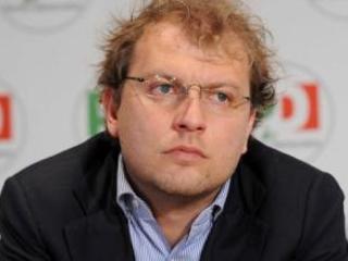 Nel Partito democratico regna l'imbarazzo dopo che il ministro Lotti ha saltato due appuntamenti in Calabria
