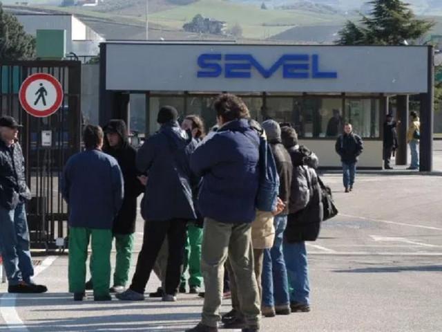 Atessa: alta adesione allo sciopero alla Sevel