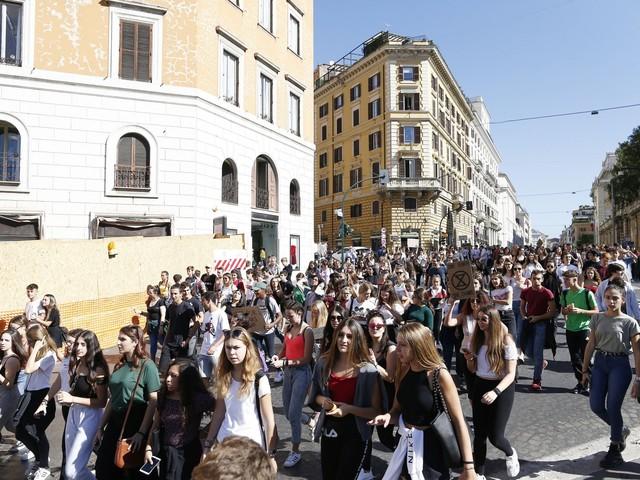 Clima sì, lavoro no. Gli adulti plagiano i giovani europei