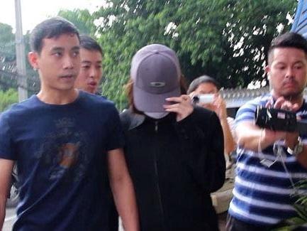 Studentessa di un college giapponese arrestata all'aeroporto internazionale di Don Mueang mentre tentava di portare 10 cuccioli di lontra in Giappone