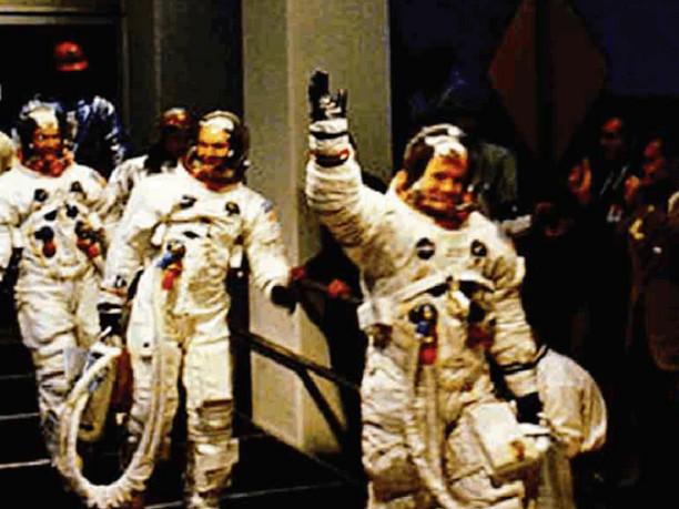 50 anni fa lo sbarco sulla luna «Notte che non dimenticheremo»