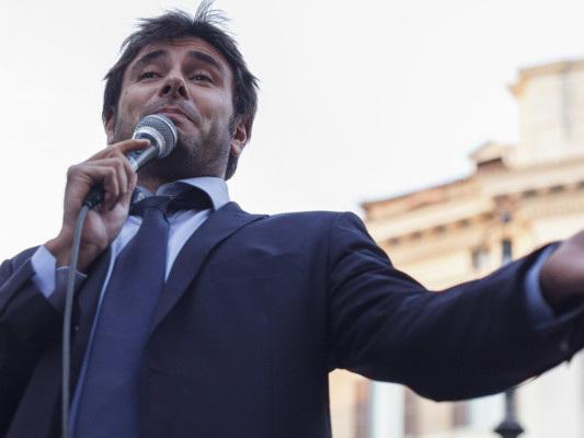 """""""Non fidatevi del Pd e di Renzi"""". Di Battista scuote il M5s"""