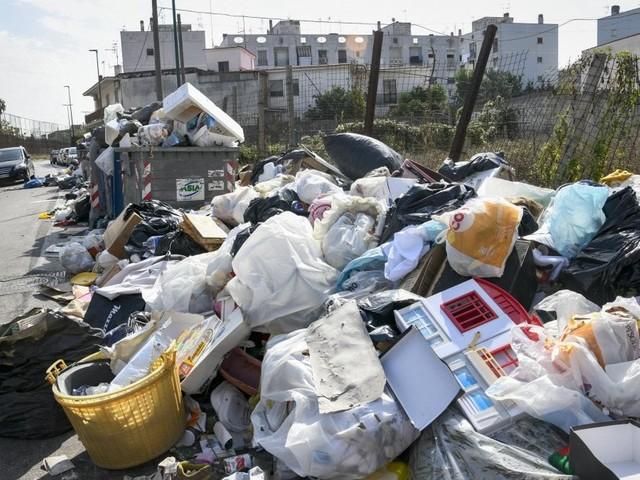 Napoli, telecamere-spia contro chi sversa illegalmente i rifiuti
