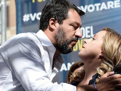 """Giorgia Meloni e Matteo Salvini, il """"patto della moto"""" per la spartizione di Palazzo Chigi"""