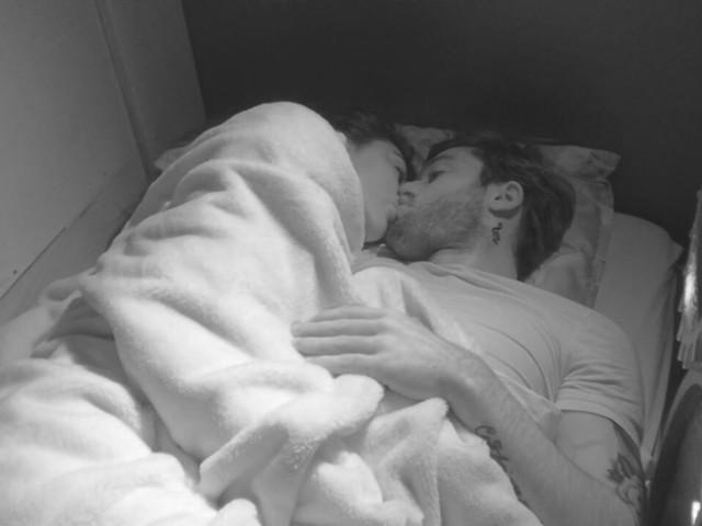 Giulia Salemi e Pierpaolo Petrelli notte di fuoco, sotto le lenzuola. La regia li censura | Video Mediaset