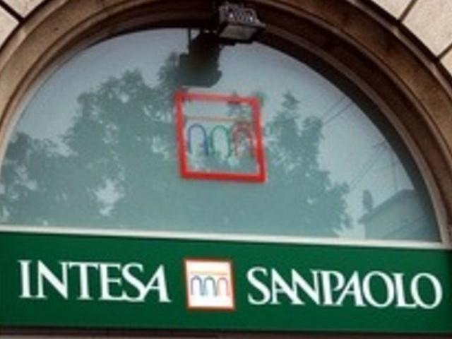 Prato, focolaio in banca