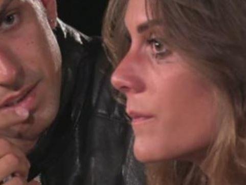 """Temptation Island, Massimo sta con Sonia. La tentatrice: """"Ilaria continua a cercarlo"""". E lei chiama"""
