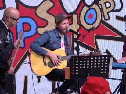 Jovanotti e Francesca Michielin cantano insieme al Jova Pop Shop (video)