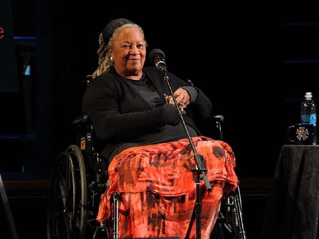 Toni Morrison, chi era la scrittrice premio Nobel: carriera e successi