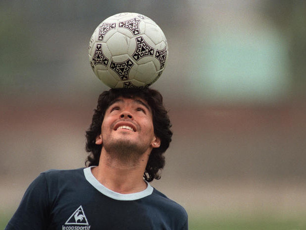 Shock per la morte dell'immenso Maradona, Napoli intitolerà lo stadio al Pibe de oro