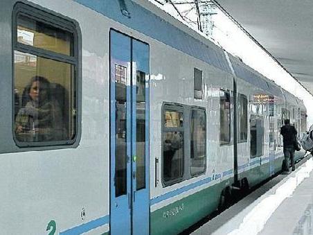 Abbonamenti in treno scontati, scattano i controlli contro i furbetti della bici
