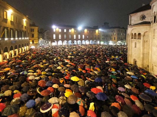 """Le """"sardine"""" ora non si fermano. Appuntamenti a Reggio Emilia, Parma e Rimini"""