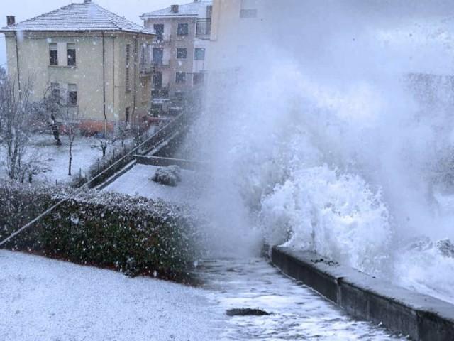 CRONACA meteo - Forte MALTEMPO in Italia: NEVE anche in COLLINA, VENTI tempestosi e MAREGGIATE