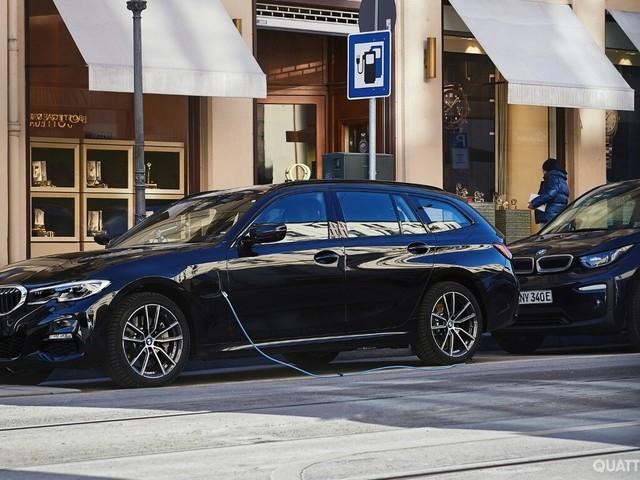 BMW Serie 3 Touring - Esordio a Ginevra per la 330e plug-in hybrid