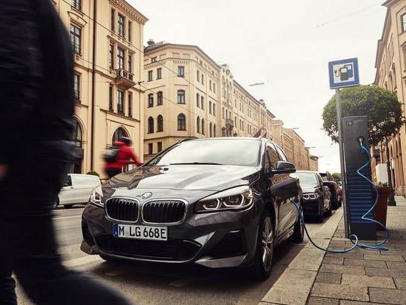 BMW: batteria più potente sulla Serie 2 Active Tourer 225xe