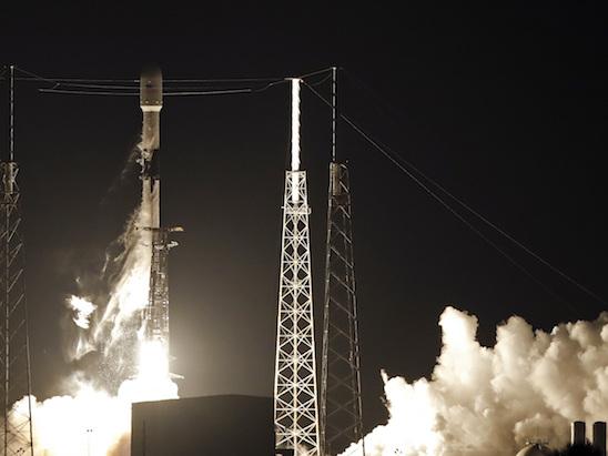 SpaceX ha portato in orbita altri 60 satelliti del suo progetto Starlink per trasmettere Internet dallo Spazio