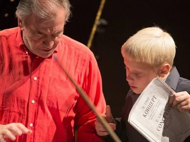 Il pianista quindicenne Alexander Malofeev, primo premio al Concorso Čajkovskij, debutta alla Filarmonica con Valery Gergiev