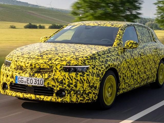 Opel Astra - Su strada con i prototipi e con l'ibrida plug-in