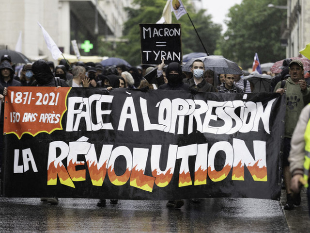 Proteste contro il green pass in Francia, scontri a Parigi