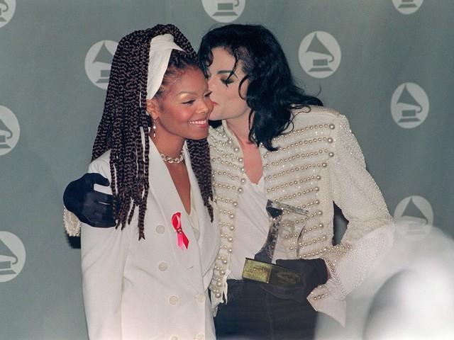 """Michael Jackson, la sorella Janet rompe il silenzio: """"L'eredità di mio fratello continuerà"""""""