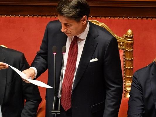 Conte finisce il suo discorso e non stringe la mano a Salvini