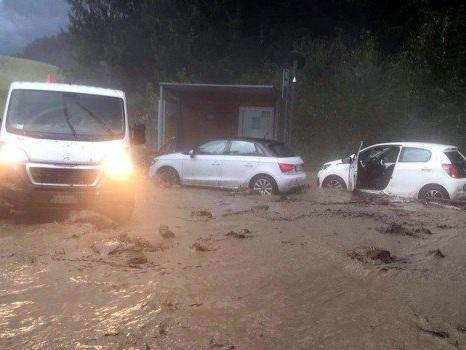 Dopo il caldo africano al Nord arrivano piogge e frane: chiuse ferrovia e strade in Trentino