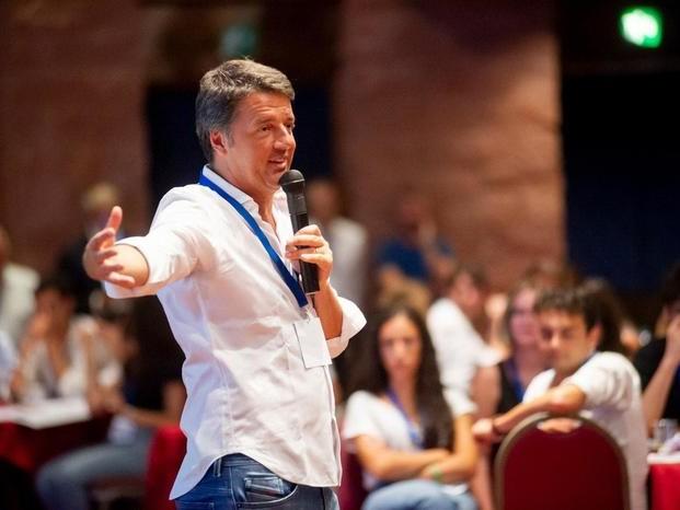 Audio di Renzi agli allievi: Gentiloni vuol far saltare l'intesa Pd-M5s