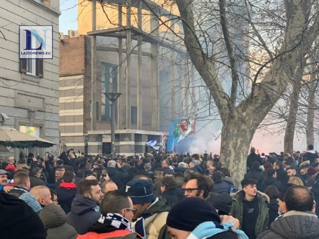 Roma-Lazio, l'arrivo dei tifosi biancocelesti allo stadio (FOTO e VIDEO)
