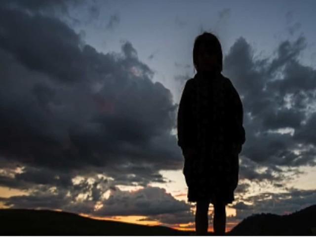 """Bimbo di 8 anni vaga solo: """"la mamma non mi vuole più"""". E lei…"""